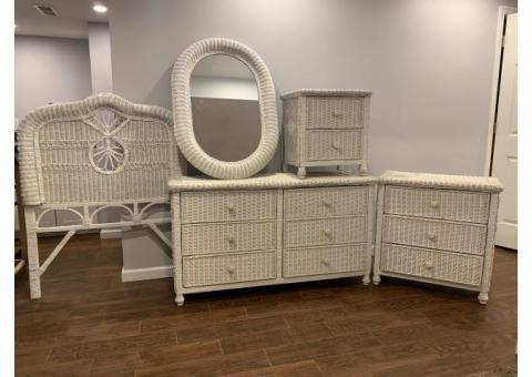 White wicker twin bedroom set